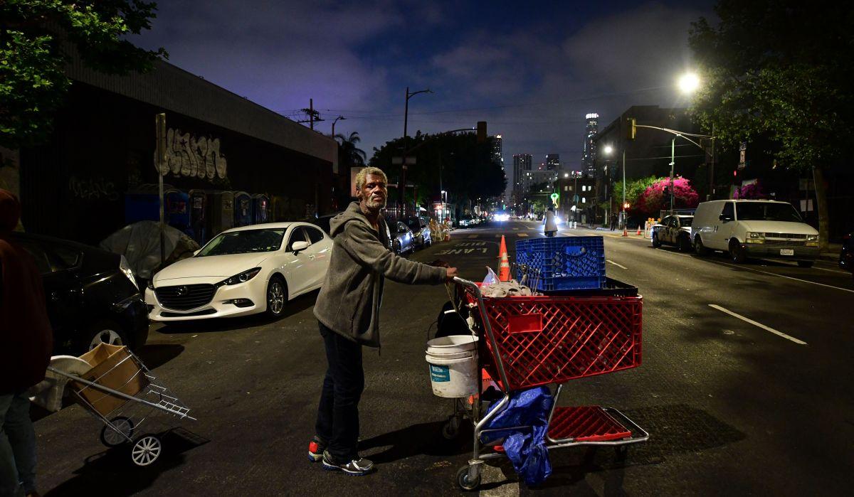 Newsom propone plan de $12,000 millones para dar casa a personas sin hogar en California