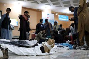 Terroristas matan a 30 y hieren a 79 tras explotar bomba en escuela para niñas en Afganistán