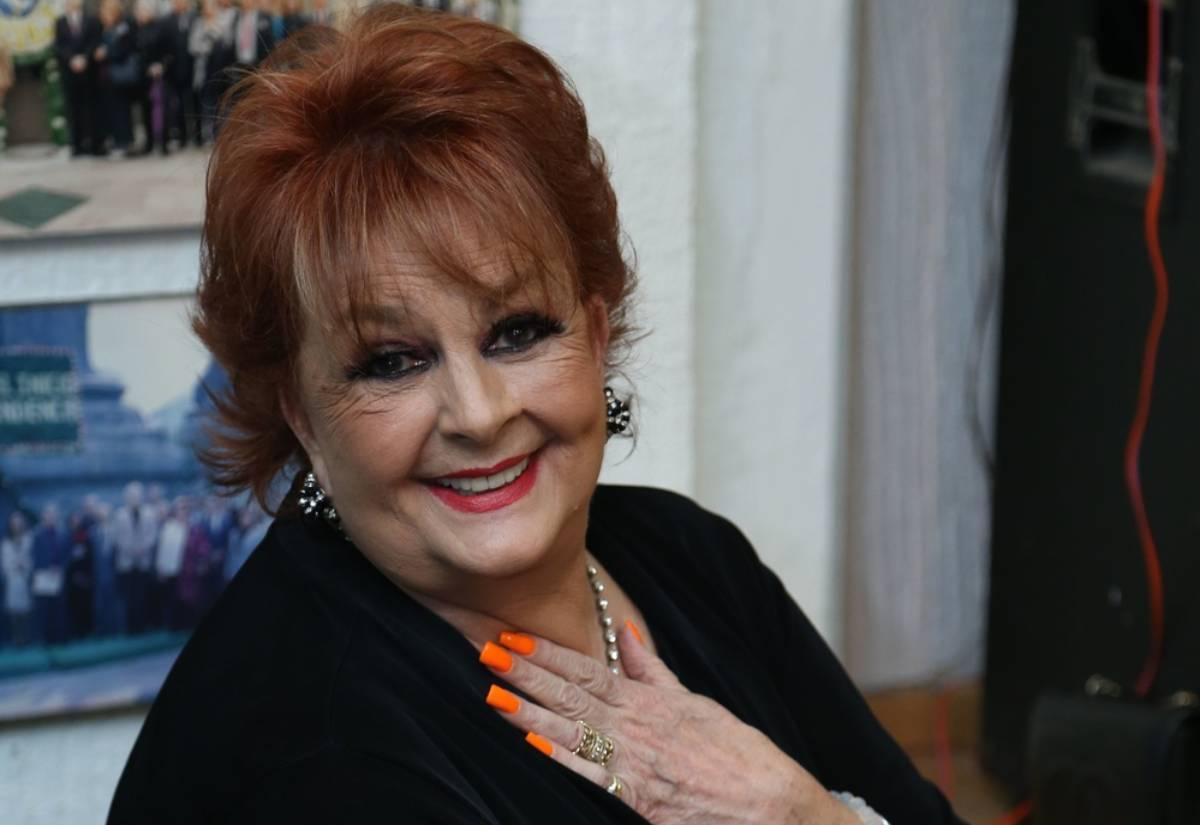 """""""La vida es una y está corriendo"""": Talina Fernández impacta al tatuarse por primera vez a sus 76 años"""