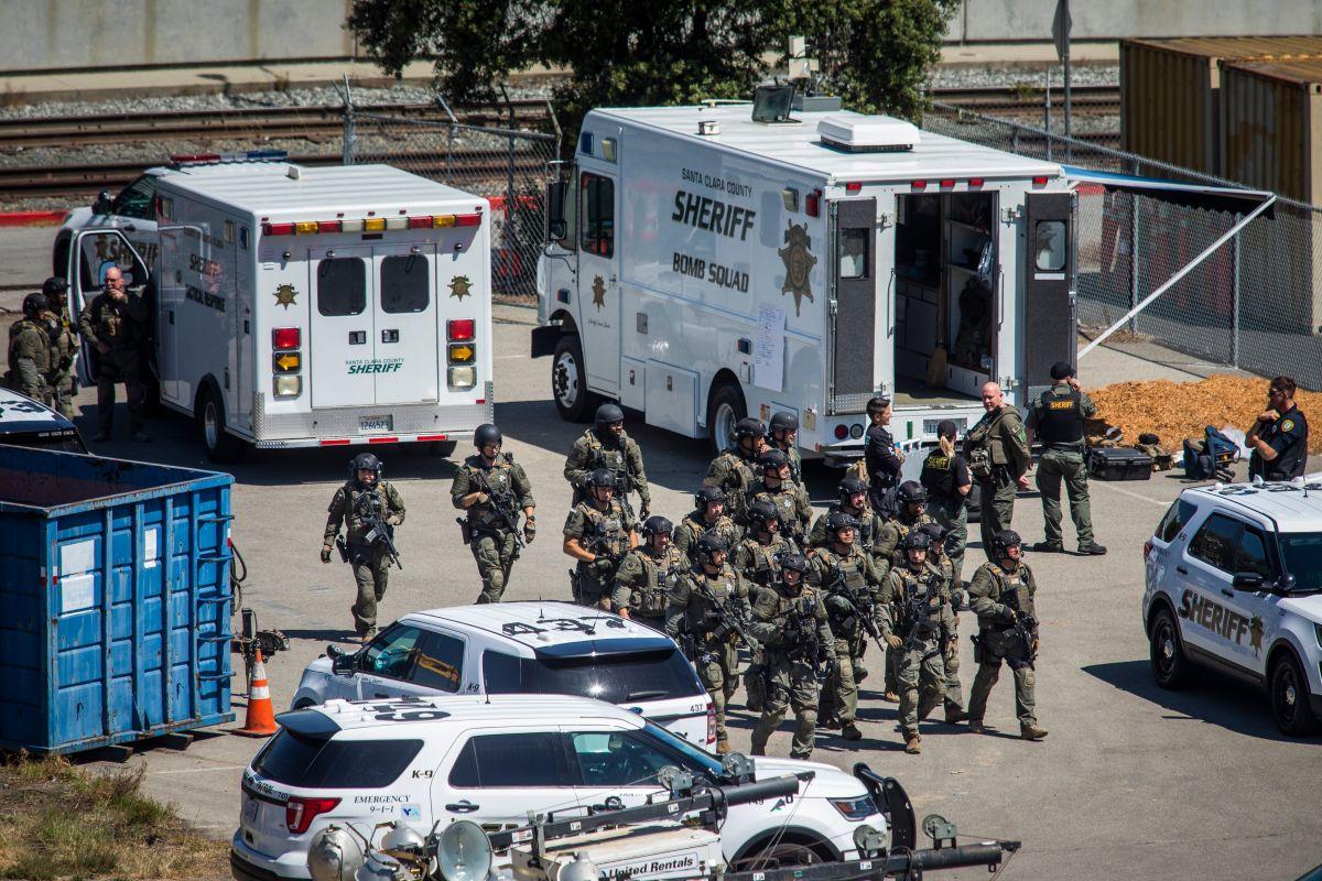 Las autoridades enviaron un escuadrón de bombas a las instalaciones ferroviarias de VTA para desactivar artefactos explosivos.