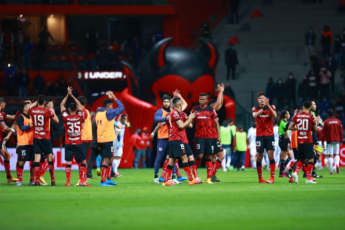 Sambueza generó un penal polémico y Toluca está a 90 minutos de eliminar al Cruz Azul