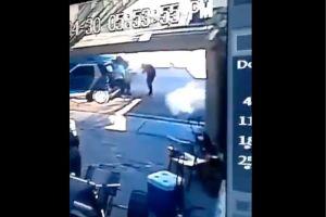 VIDEO: Momento exacto en que sicarios disparan y matan a 3 hombres