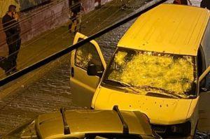 VIDEO: Narcos balean a policías que se salvaron gracias al blindaje del vehículo en territorio del Mencho