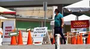 Ya no hace falta solicitar cita para vacunarse contra COVID-19 en Los Ángeles