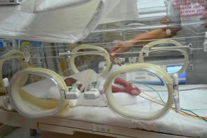 Nonillizos por sorpresa: la mujer que dio a luz a 9 bebés