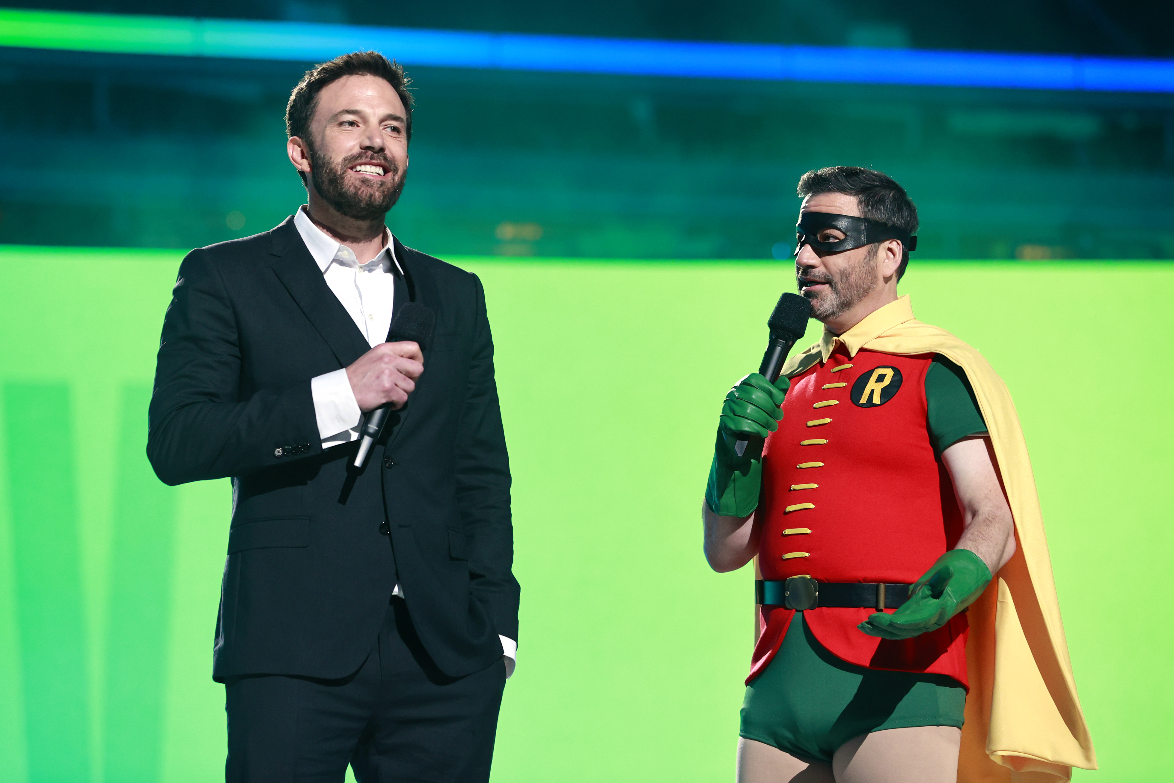 Ben Affleck y Jimmy Kimmel durante el evento de 'Vax Live'