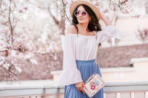 10 blusas femeninas y a la moda que no pueden faltar en tu armario