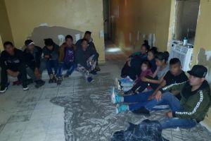 Agentes migratorios detienen a 278 migrantes en Texas