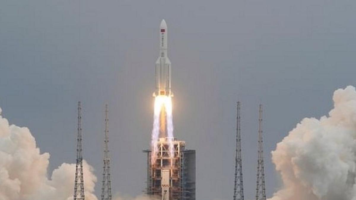 La preocupación por el cohete chino cuyos restos caerán sin control sobre la Tierra