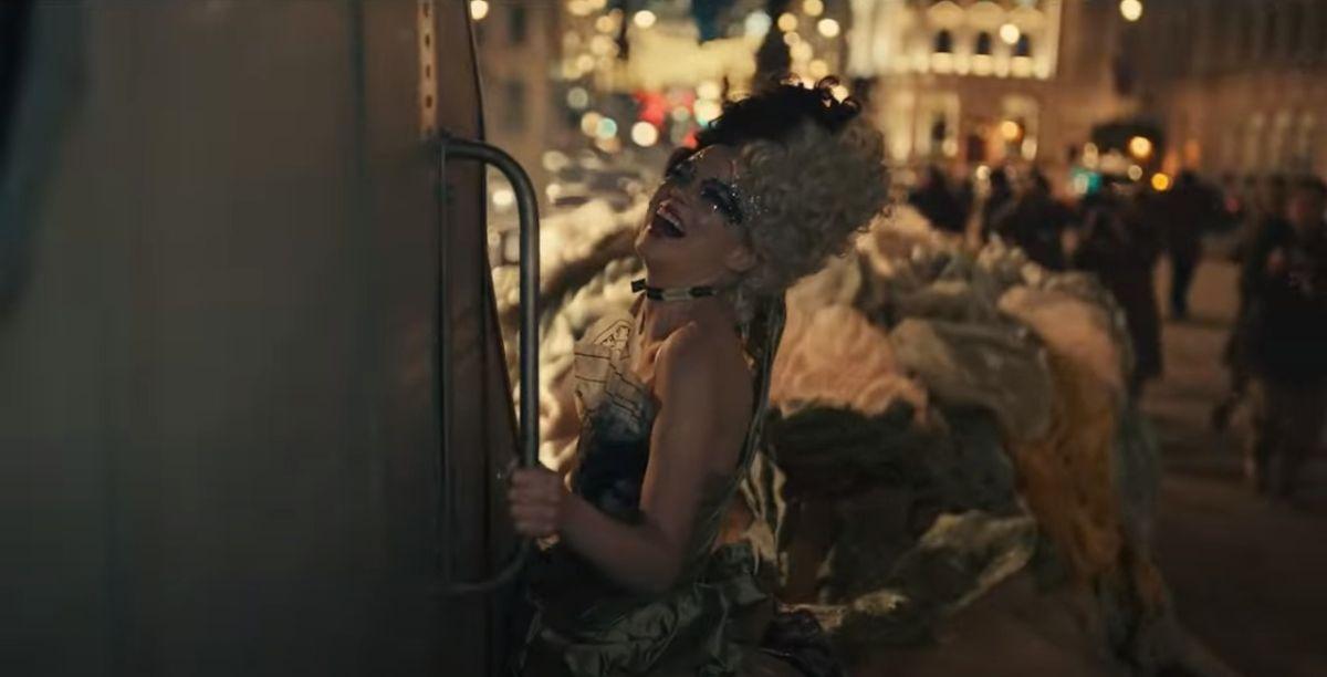 Emma Stone en la escena del camión de la basura y su interminable traje.