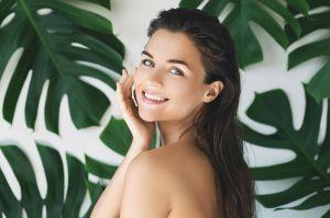 ¿Te maquillas a diario? Con estos productos puedes renovar, limpiar y fortalecer tu piel
