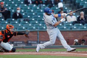Video: Albert Pujols le regaló su bate a un niño fanático de los Dodgers