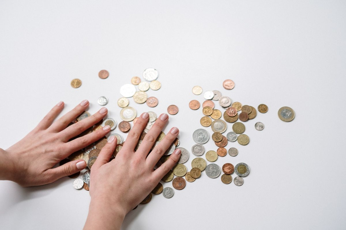 El significado de encontrar monedas en el suelo