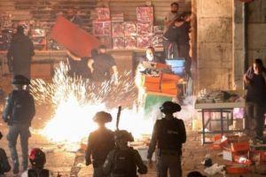 Enfrentamientos entre palestinos y la policía israelí dejan decenas de heridos en Jerusalén