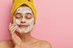 7 productos esenciales para nivelar la grasa de tu piel y prevenir el acné