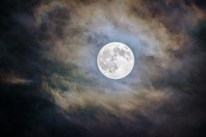 Qué no hay que hacer NUNCA en luna llena