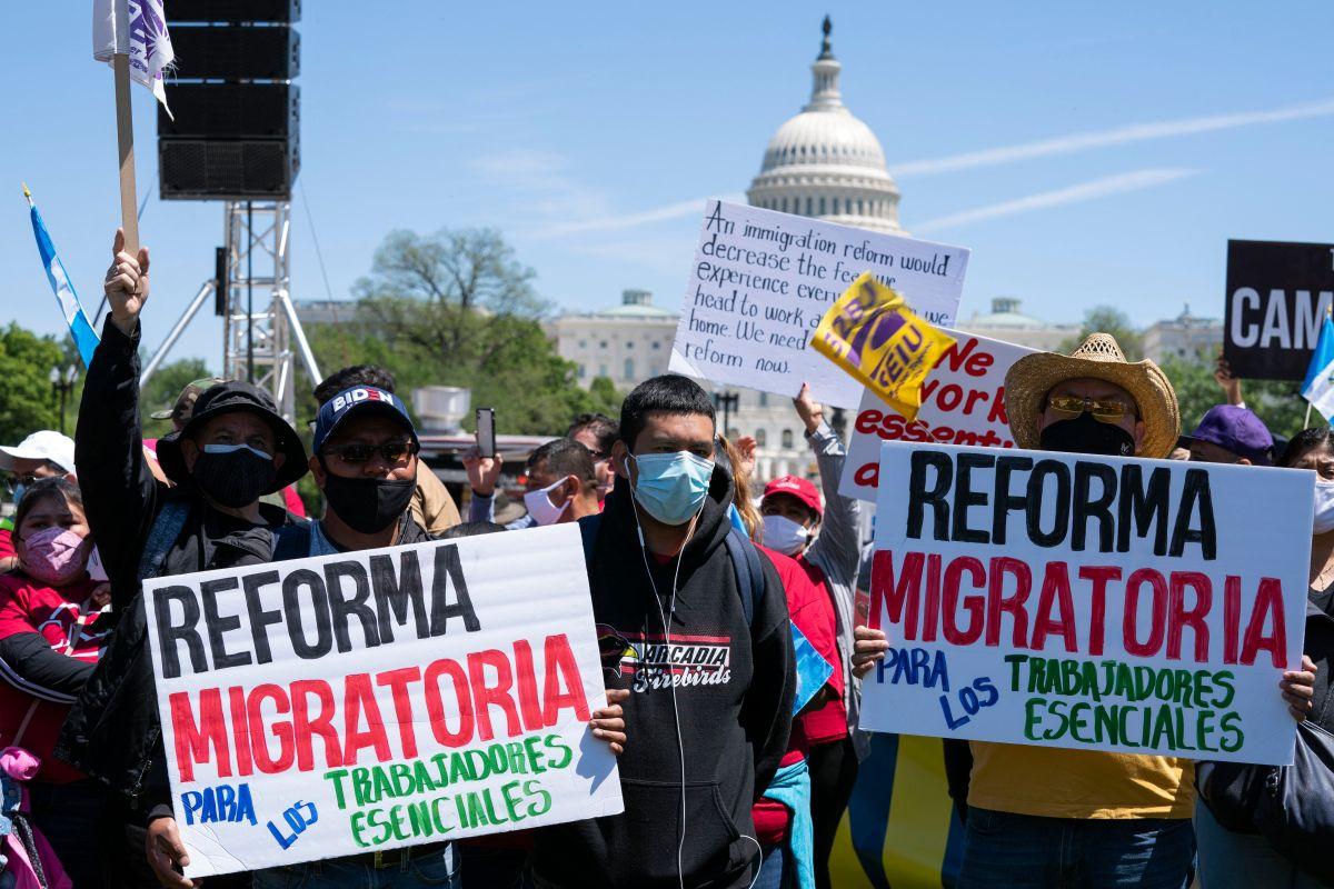 Inmigrantes marchan el Primero de Mayo en Estados Unidos para pedir la ciudadanía