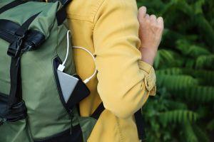 5 mochilas inteligentes con puertos de carga para llevar tus dispositivos