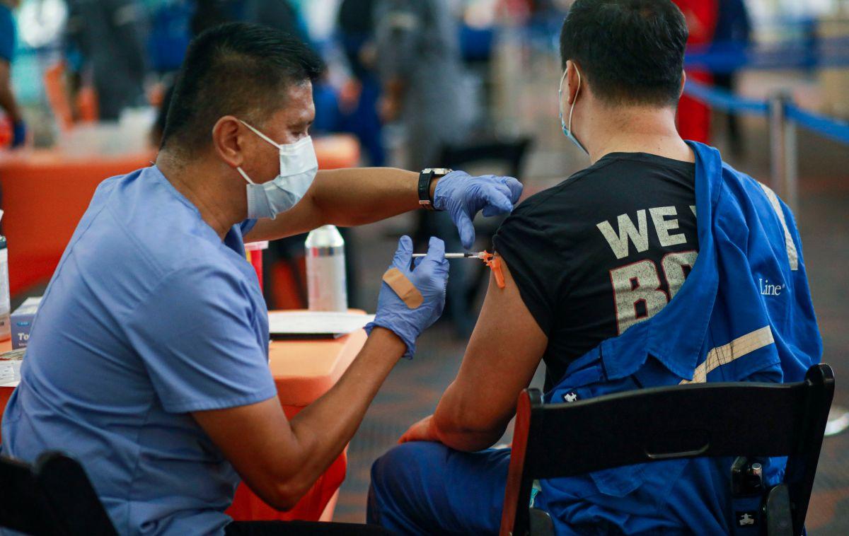 Representantes de la salud aclaran los mitos para que más latinos se vacunen