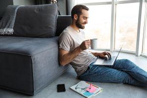 7 prendas de ropa de hombre para estar cómodo y relajado en casa
