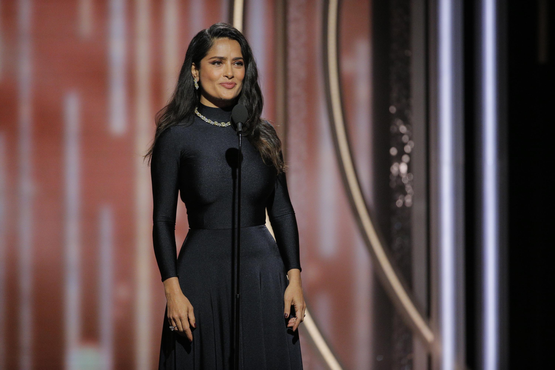 Salma Hayek presentando en los Golden Globes en 2018