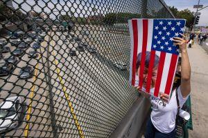 Madre e hijo hispanos son de las primeras familias en reunirse en mandato de Biden tras 3 años separados