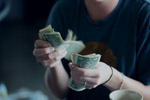Inmigrantes envían más dinero a América Latina y celebran Día de las Madres
