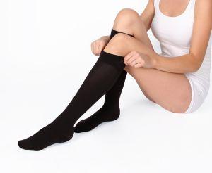 Calcetas de compresión para mejorar tu circulación si tienes que pasar muchas horas sentado