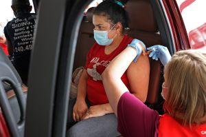 CDC proyecta que los casos de COVID-19 disminuyan drásticamente en julio en EE.UU.