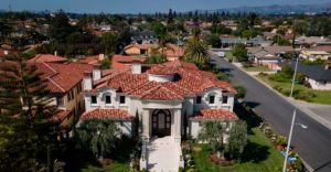 """La transformación de Downey: de suburbio blanco de Los Ángeles a """"Beverly Hills mexicano"""""""