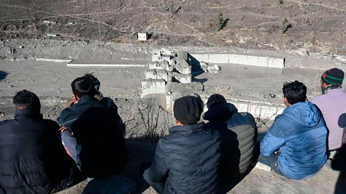 """""""Golpeó el suelo como si fueran 15 bombas atómicas"""": revelan detalles de la avalancha en el Himalaya que causó más de 200 muertes en febrero"""