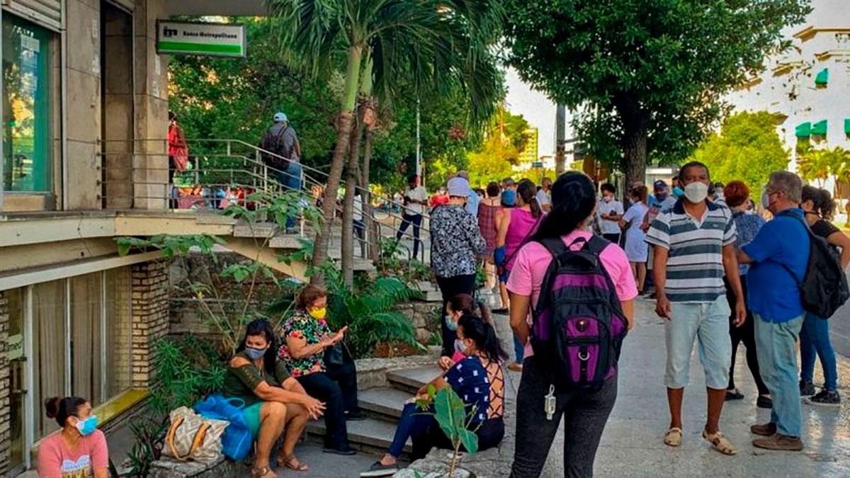La incertidumbre en Cuba tras la decisión del gobierno de dejar de recibir dólares en efectivo y a quién afecta