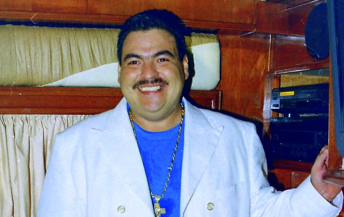Los 10 grandes éxitos de Julio Preciado con banda para cantar a todo pulmón