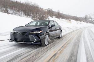 Toyota aún no se decide por lanzar un vehículo completamente eléctrico