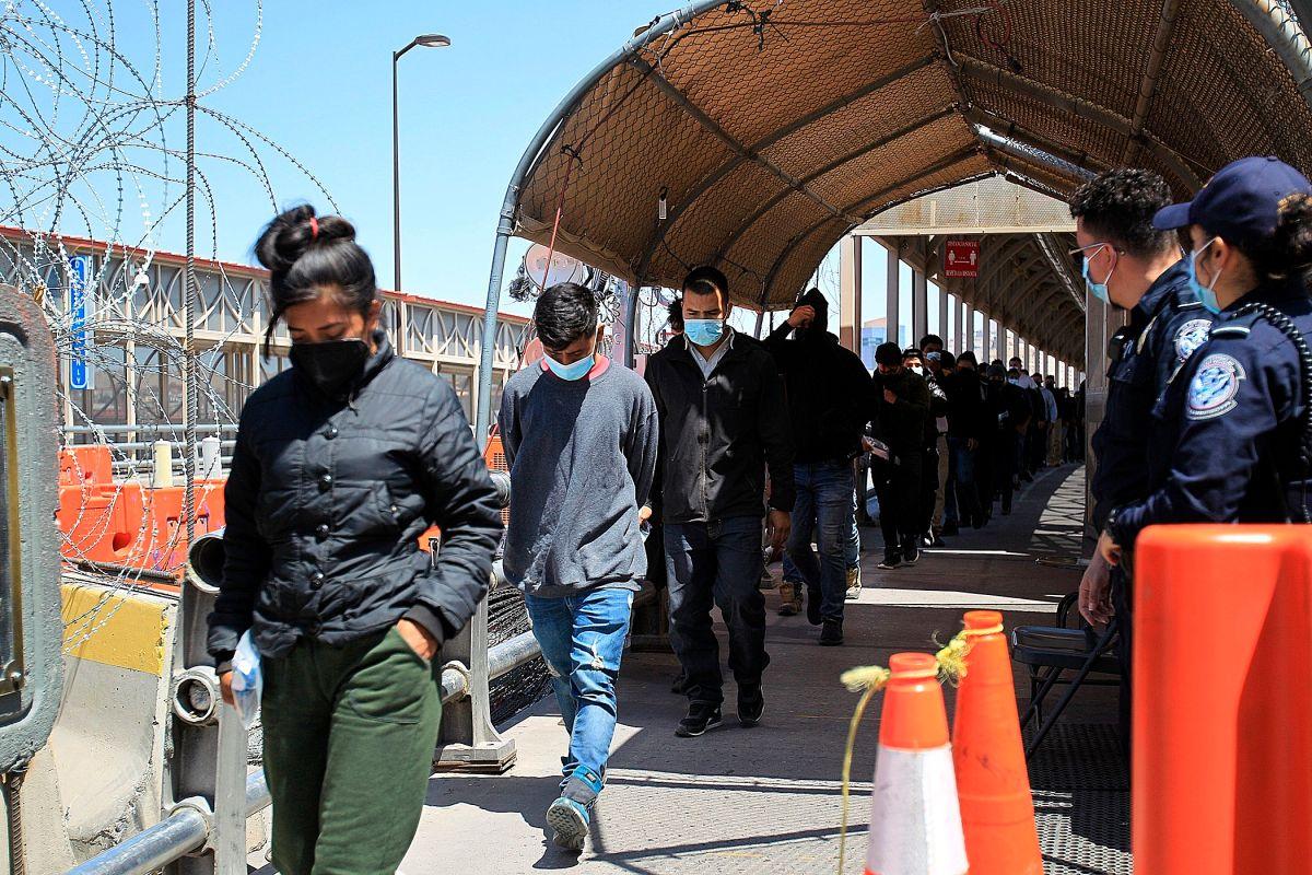 Más de 890,000 inmigrantes han sido expulsados bajo el Título 142 o fueron considerados inadmisibles
