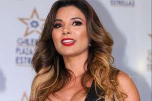 Aleida Núñez expone al máximo sus encantadoras curvas con mini vestido de piel