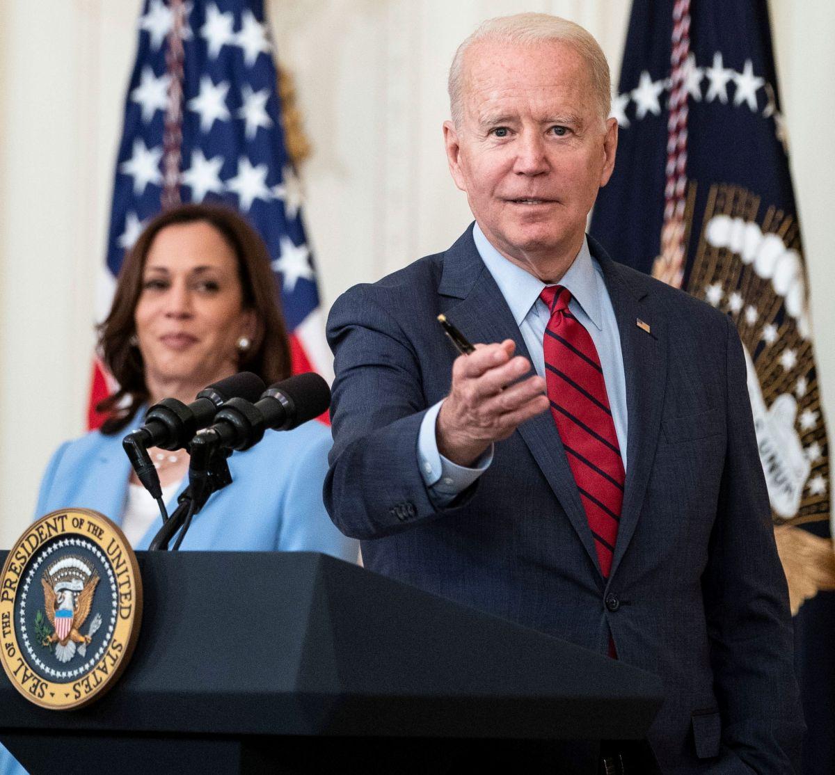 """Según Biden EE.UU. nunca ha estado tan dividido y los latinos temen ser """"vacunados y deportados""""; Kamala Harris le recuerda derrumbe de edificio en Miami"""