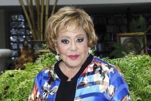 Critican a Silvia Pinal por aparecer junto a Enrique Guzmán posando en familia