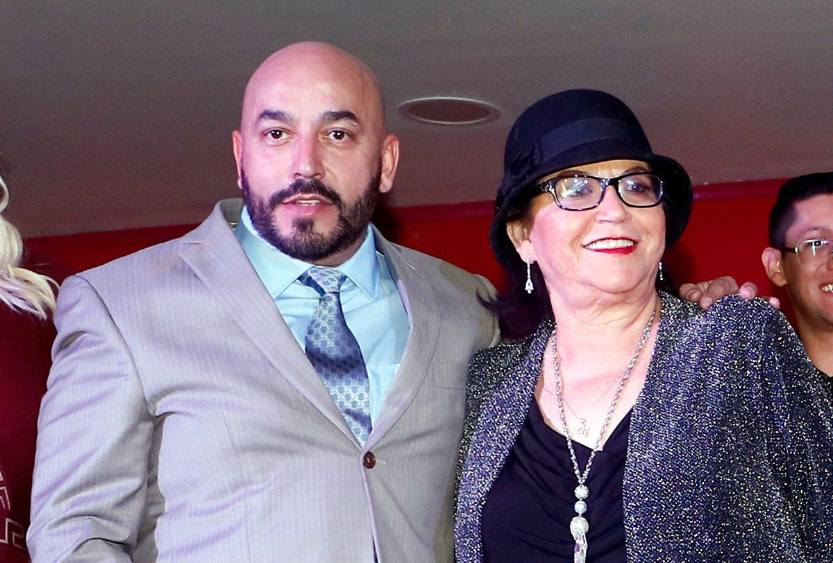 Lupillo Rivera y su mamá, doña Rosa Saavedra.