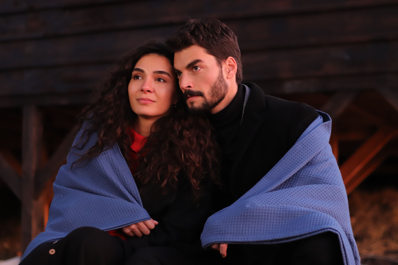Ebru Sahin y Akin Akinözü son los protagonistas de 'Hercai: Amor y Venganza'.
