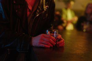Ansiedad luego de beber mucho alcohol: estrategias para tranquilizarte
