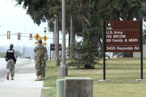 Base militar de San Antonio levanta un bloqueo causado por reportes de un tirador activo