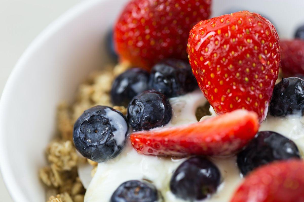 Dieta MIND puede ayudar a preservar tejido cerebral de personas con esclerosis múltiple