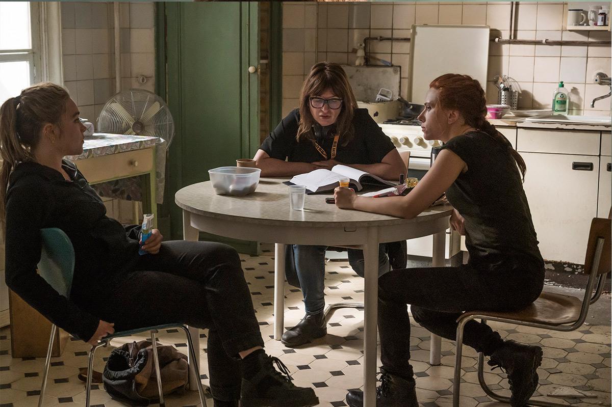 De izq, a dcha: Florence Pugh, Cate Shortland y Johansson.