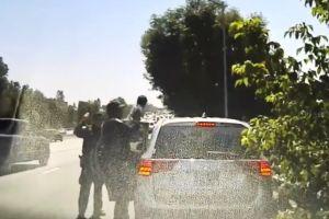Video muestra a patrullero salvar a bebé que se ahogaba sobre autopista de Los Ángeles