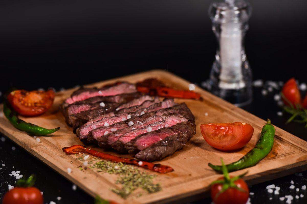 Las dietas ricas en carnes rojas se han relacionado con un mayor riesgo de cáncer de colon, recto, páncreas y próstata.