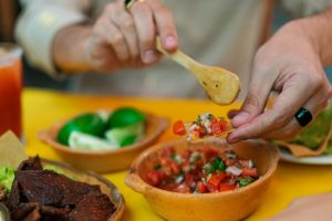 Se investiga brote de norovirus en Washington vinculado a restaurante de cadena de comida mexicana