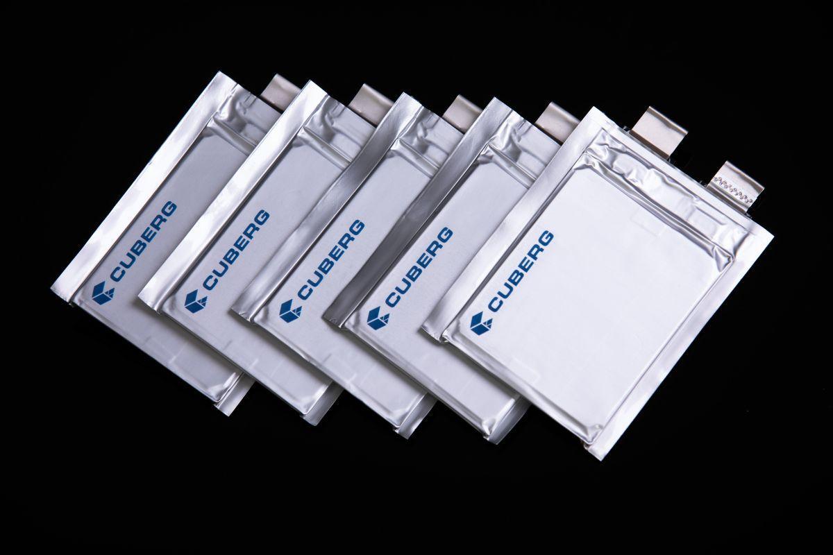 Foto de varias celdas de batería Cuberg de metal de litio