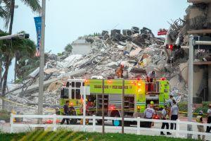 Derrumbe de un edificio en Miami: más imágenes de la tragedia tras el colapso de parte de un condominio frente al mar
