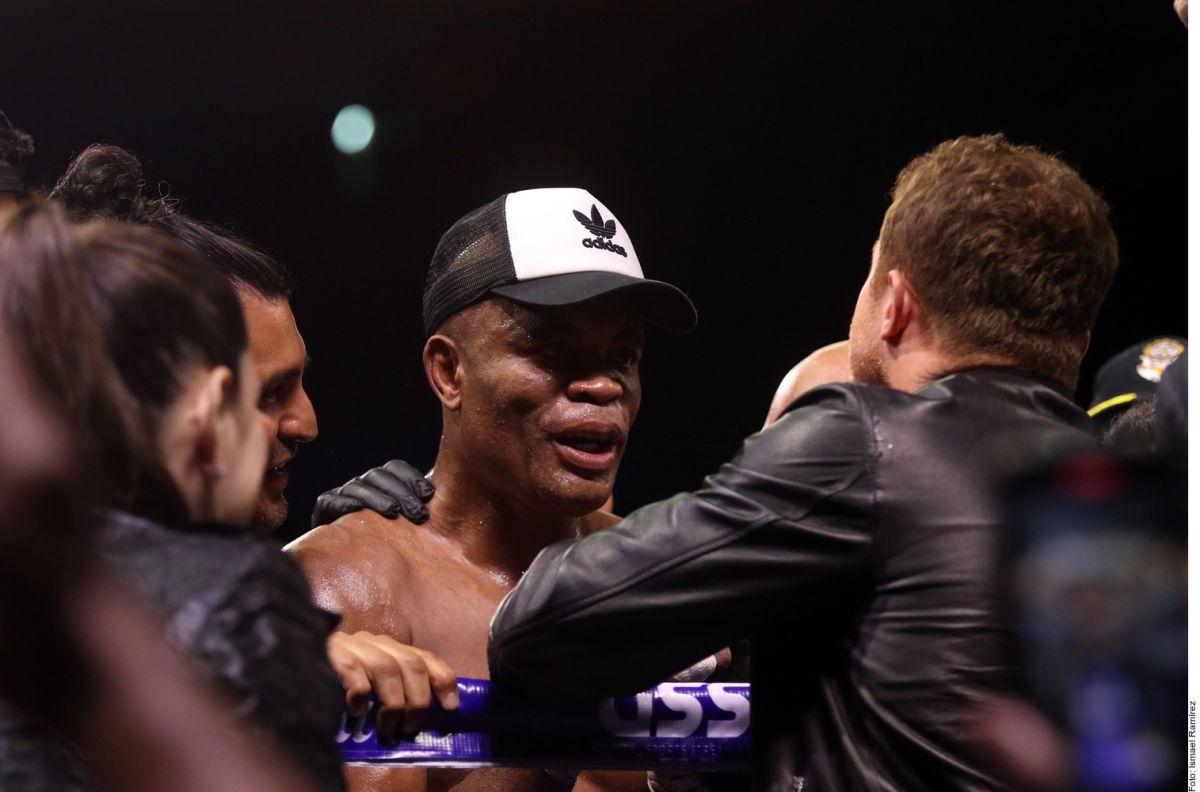 El legendario Anderson Silva se puso como un niño cuando Canelo Álvarez se acercó a felicitarlo en el ring